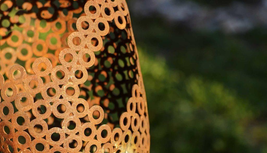 détails du buste en rondelles de fer